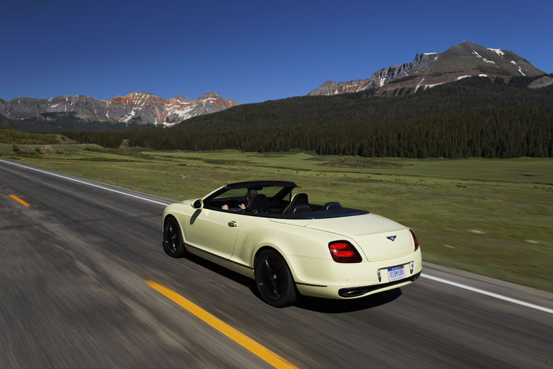 Bentley Supersports Convertible - La vista di tre quarti posteriore