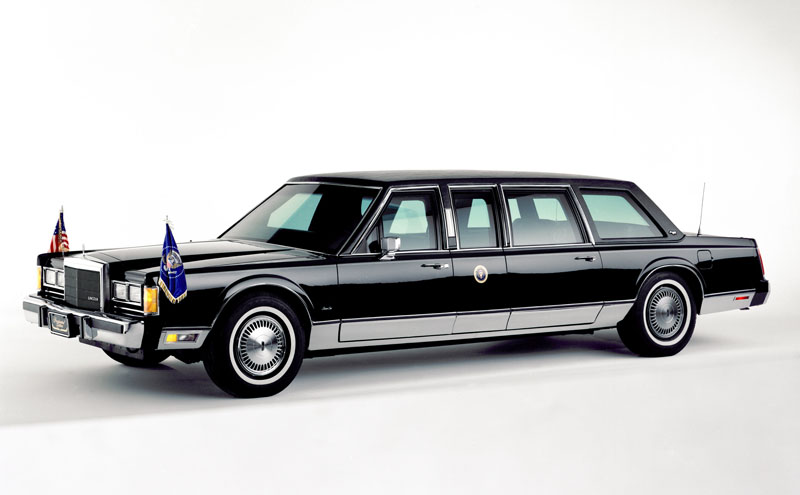 7° Lincoln Town Car Stretched Limousine 806