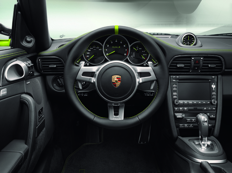 Porsche 911 Turbo S Edition 918 Spyder - Gli interni