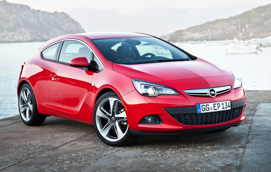 Opel Astra GTC - In rosso