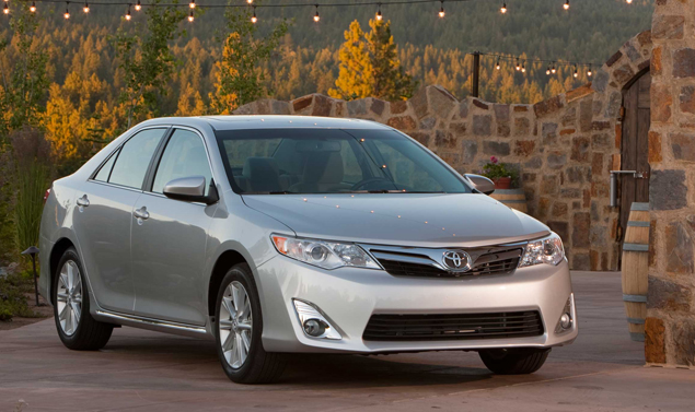 Toyota Camry 2012 - Il frontale