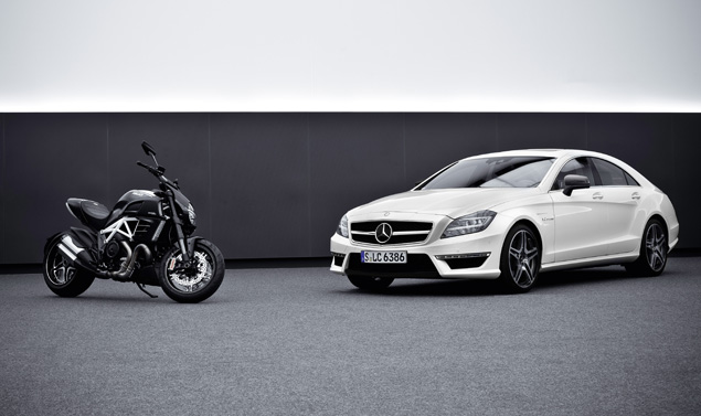 Ducati Diavel AMG - CLS 63 AMG - A confronto