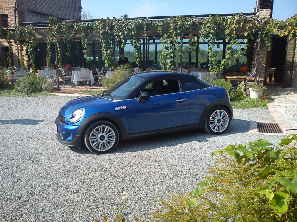 Mini Coupé - Una sportiva vista laterale