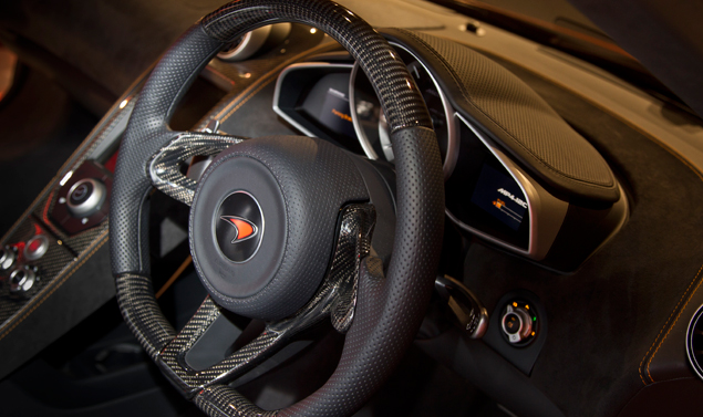 Mc Laren MP4-12C Volcano Orange - Il volante