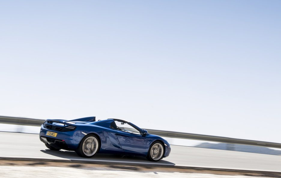 McLaren MP4-12C Spider - Blu - Laterale in motion