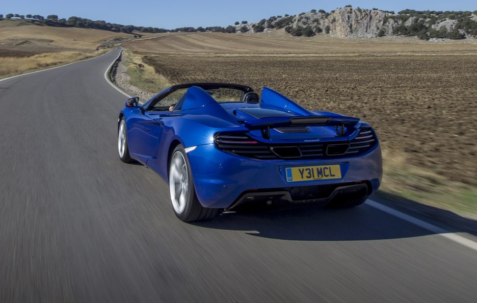 McLaren MP4-12C Spider - Blu - Posteriore in motion