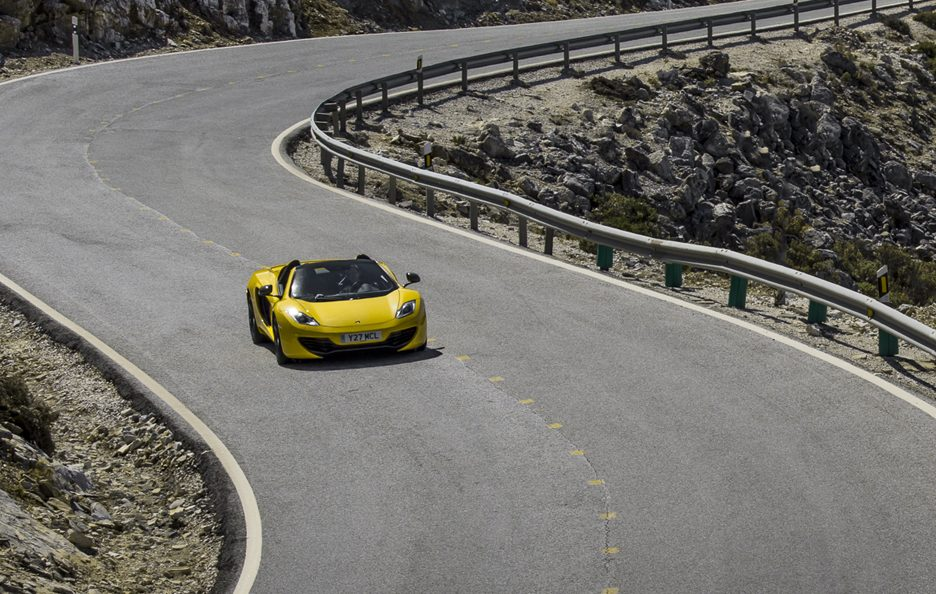 McLaren MP4-12C Spider - Gialla - In motion
