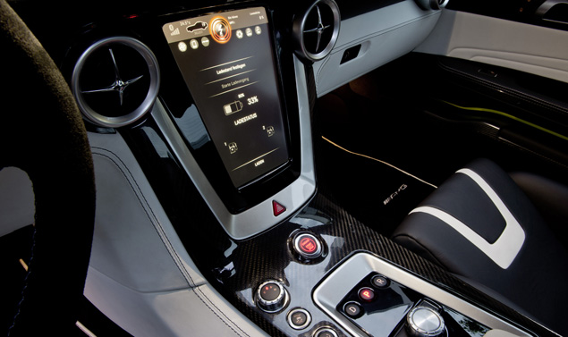 Mercedes SLS AMG E-CELL consolle centrale