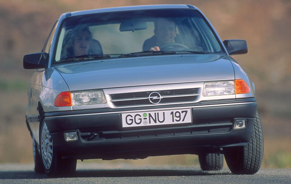 20 - Opel Astra F frontale