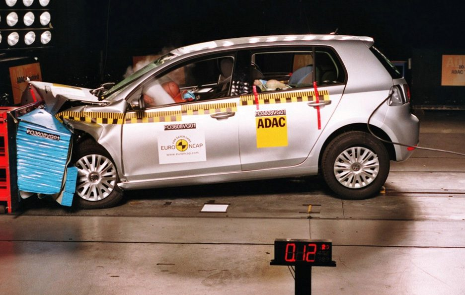 3 - Volkswagen Golf VI crash test