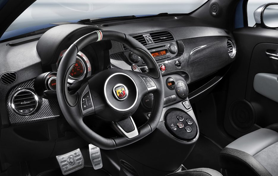30 - Abarth 695 Tributo Ferrari interni