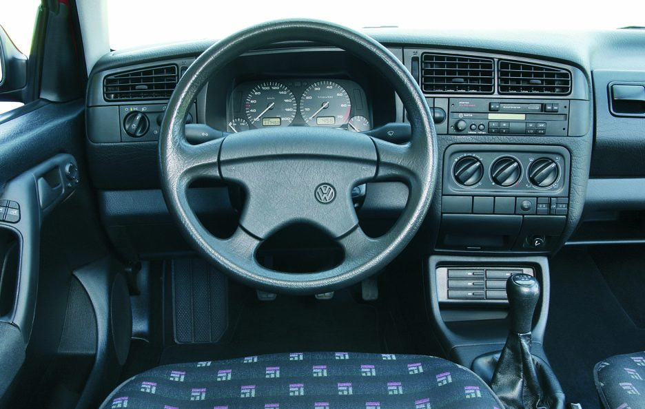 30 - Volkswagen Golf III interni