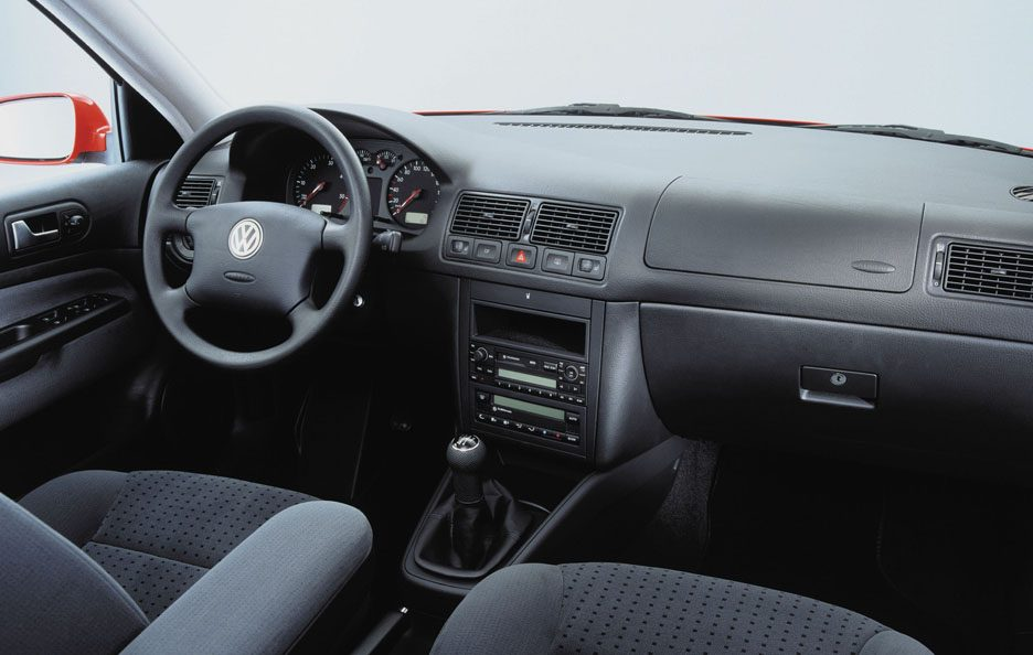 39 - Volkswagen Golf IV interni