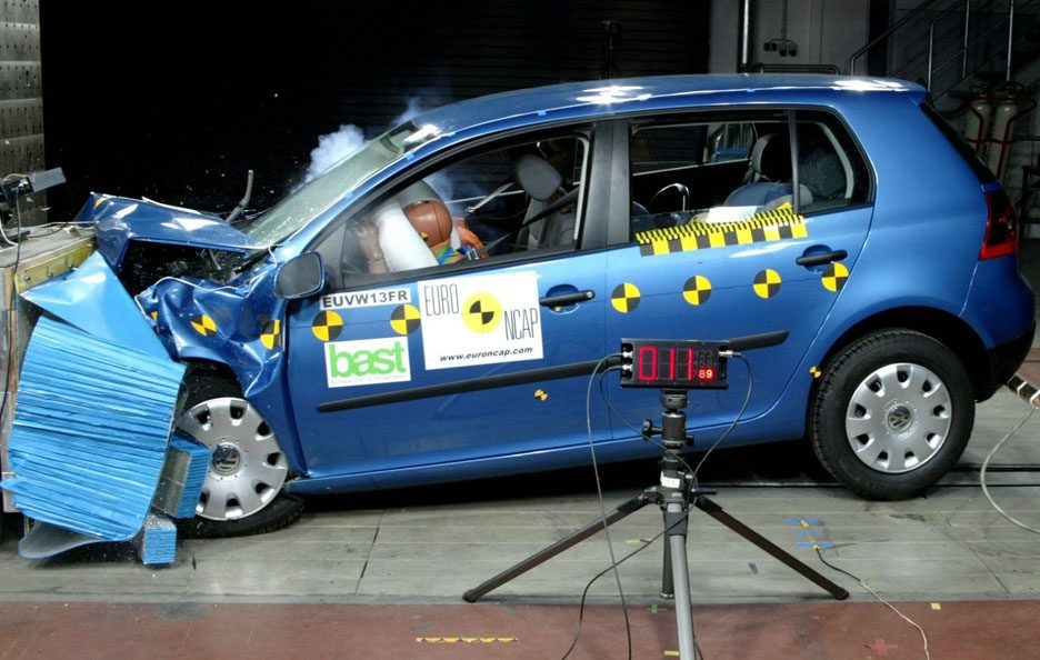 45 - Volkswagen Golf V crash test
