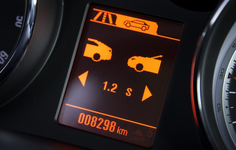 14 - Opel Zafira Tourer Following Distance Indication