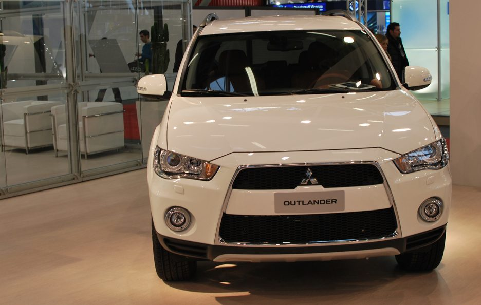 8 - Motor Show 2011 - Mitsubishi Outlander frontale