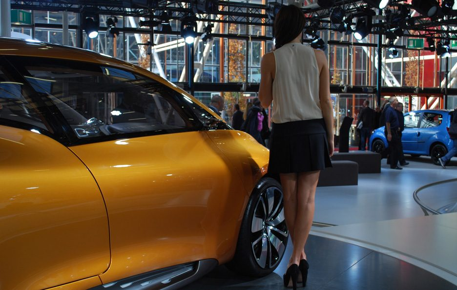 9 - Motor Show 2011 - Renault R-Space ragazze 2