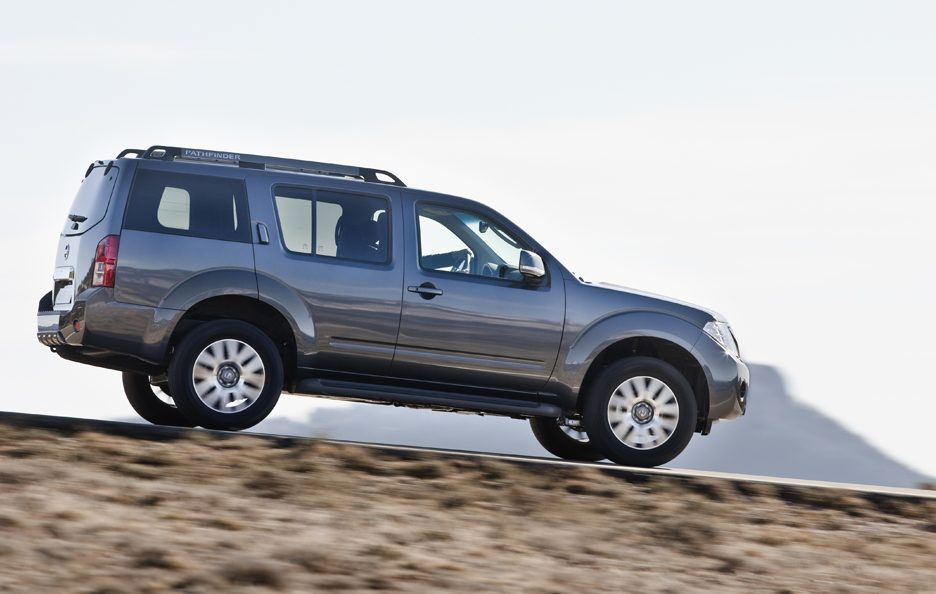 Nissan Pathfinder - Laterale