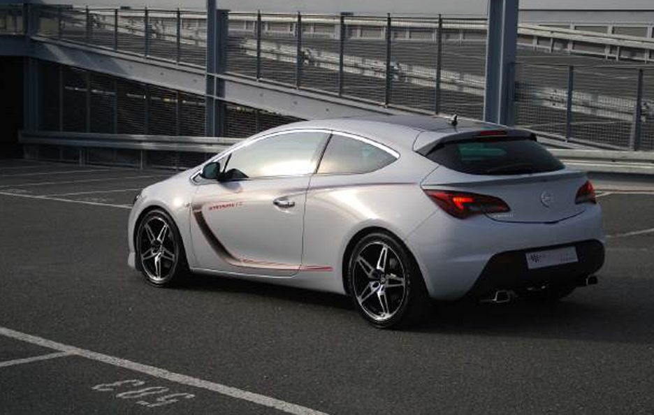 Opel Astra GTC by Stenmetz - Posteriore