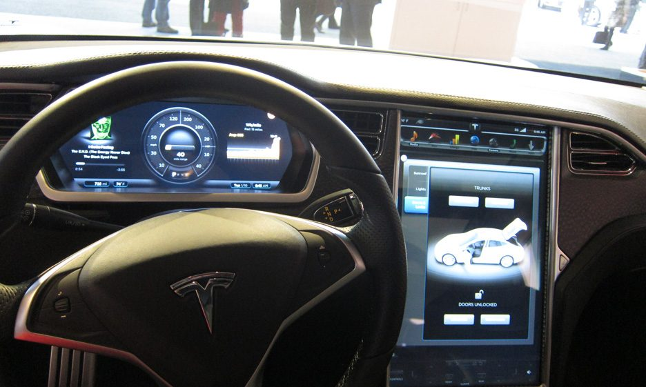 18 - Tesla Model S interni