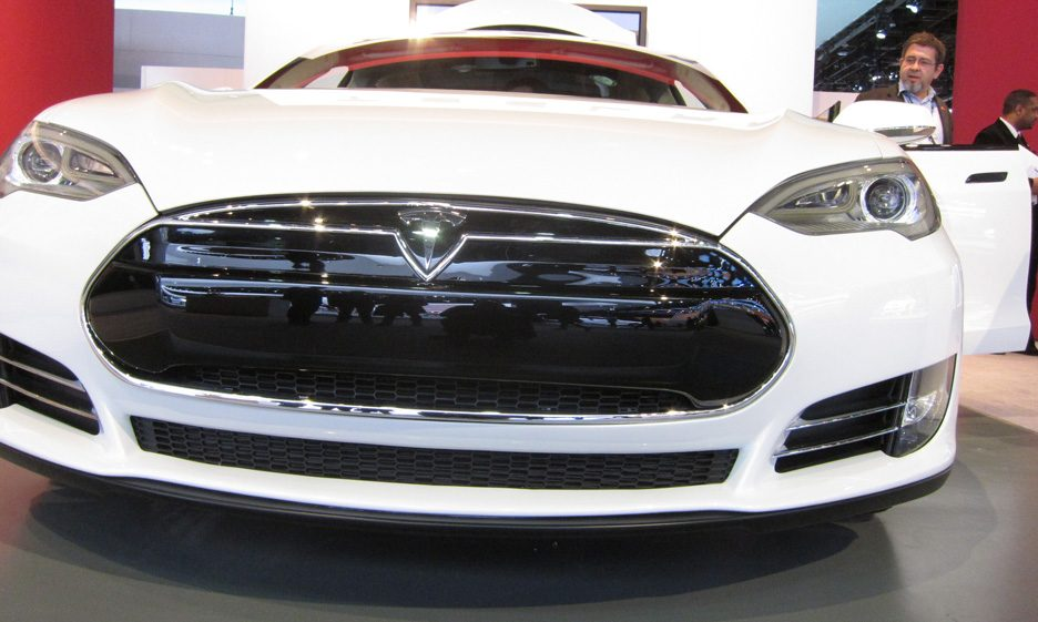 7 - Tesla Model S mascherina