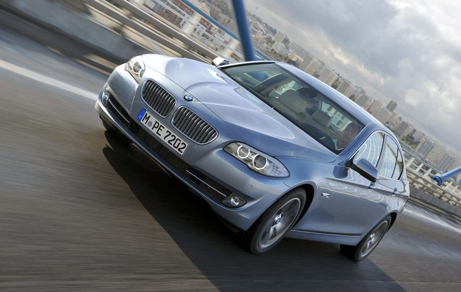 BMW ActiveHybrid 5 - Profilo frontale in motion