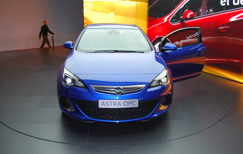 Ginevra 2012 - Opel Astra OPC - Frontale alto