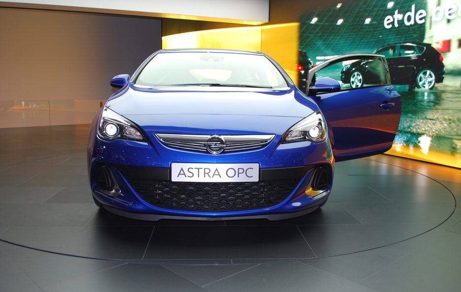 Ginevra 2012 - Opel Astra OPC - Frontale basso
