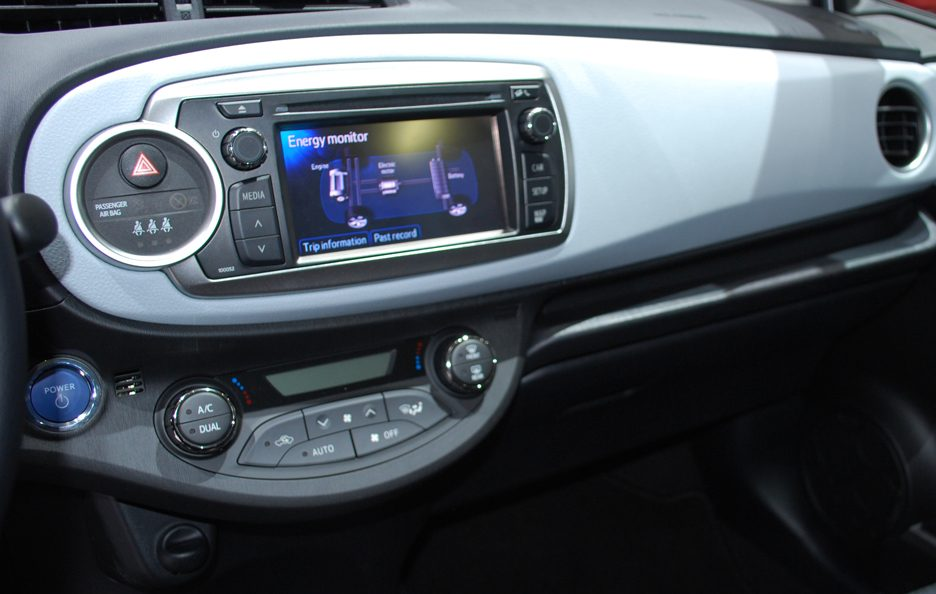 Ginevra 2012 - Toyota Yaris Hybrid consolle centrale