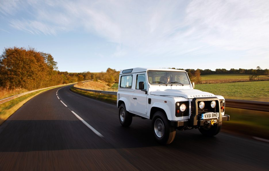 Land Rover Defender Vista anteriore
