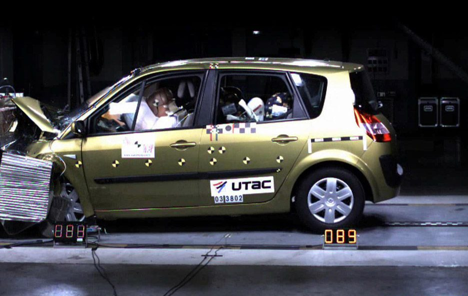 20 - Renault Scénic II crash test