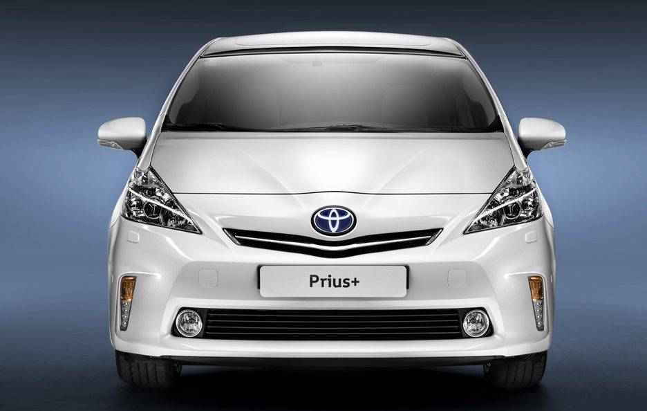 24 - Toyota Prius + frontale