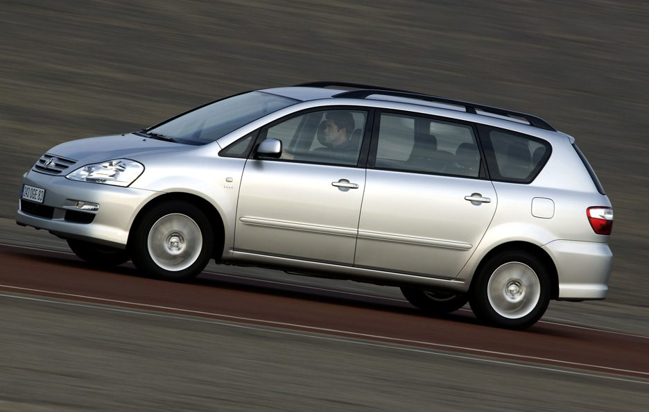 32 - Toyota Avensis Verso restyling profilo