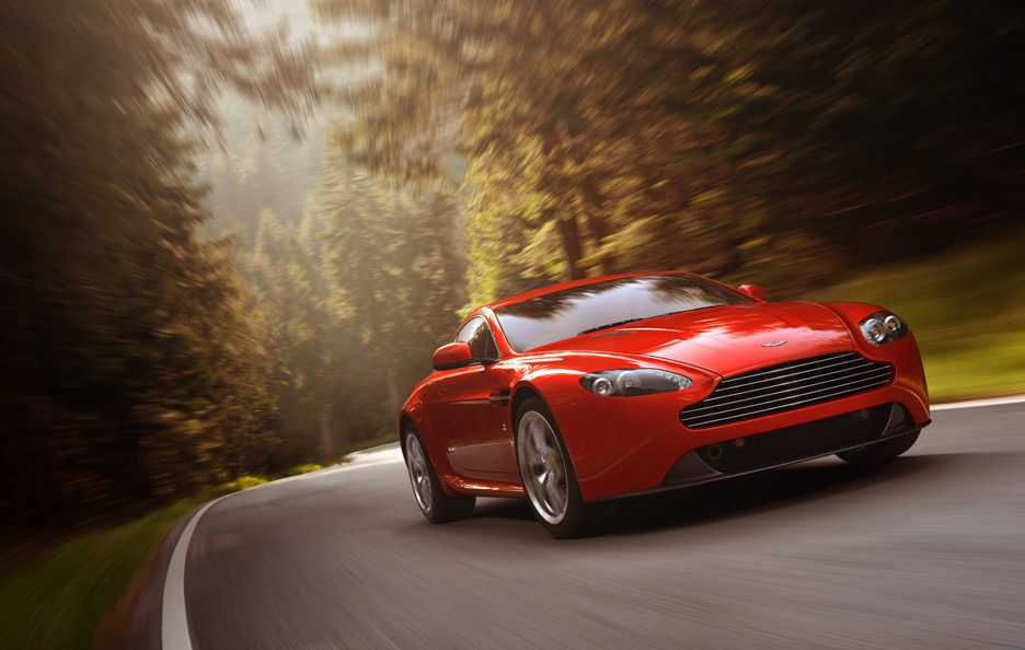 Aston Martin V8 Vantage 2012 - In motion