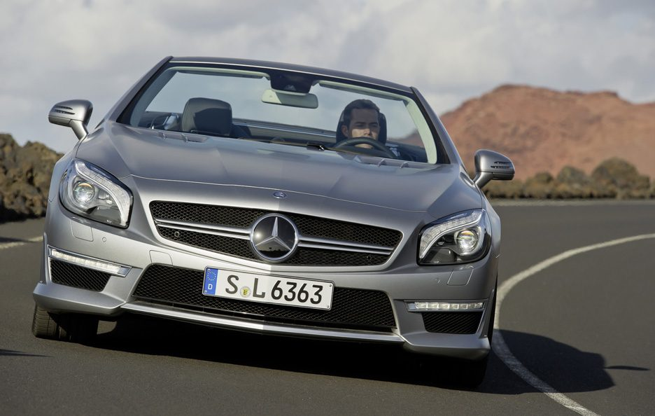 Mercedes SL 63 AMG - Frontale in motion