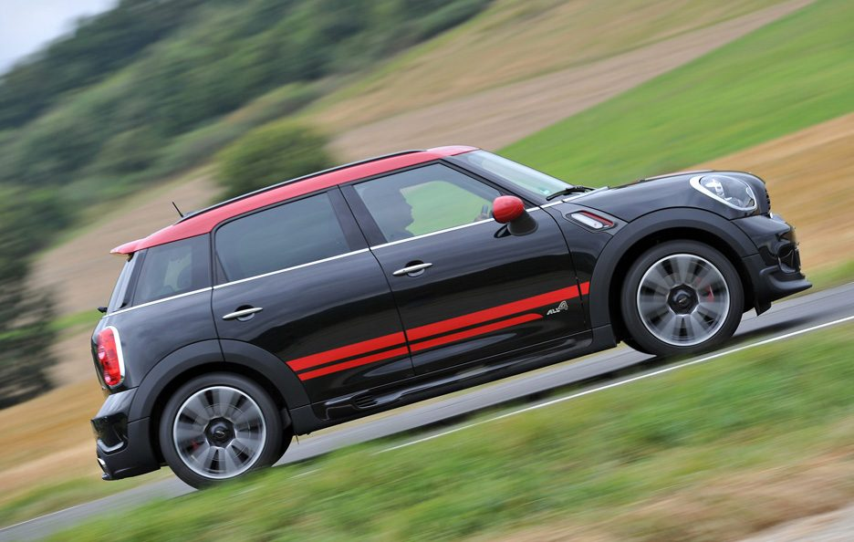 Mini Countryman John Cooper Works - Profilo laterale in motion