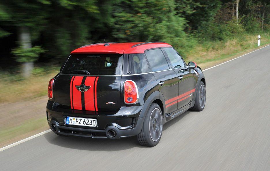 Mini Countryman John Cooper Works - Profilo posteriore in motion