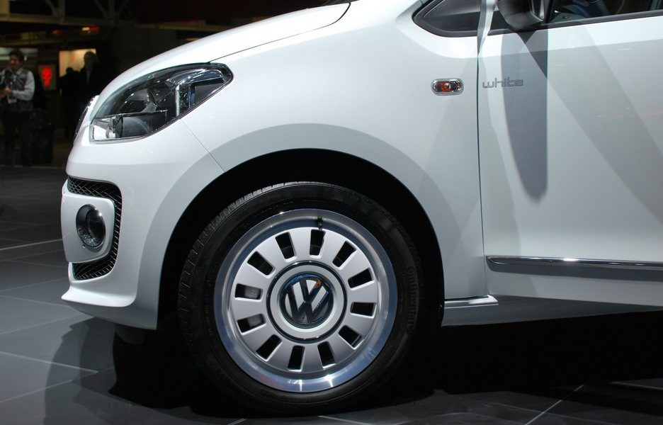 Motor Show 2011 - Volkswagen white up!  - Le ruote