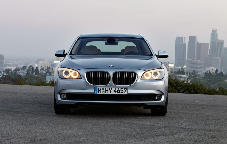 11 - BMW ActiveHybrid 7 frontale