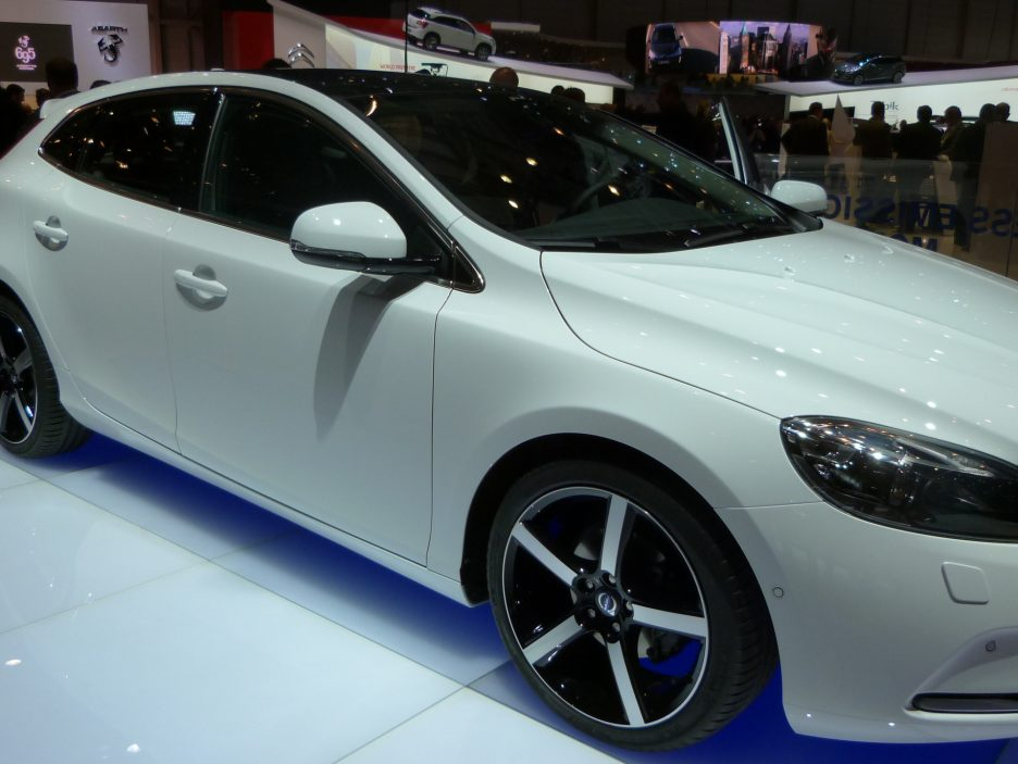 Ginevra 2012 - Volvo V40 - Linee laterale