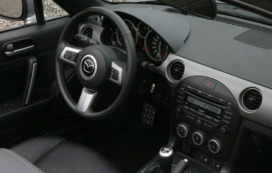 15 - Mazda MX-5 RC FL interni