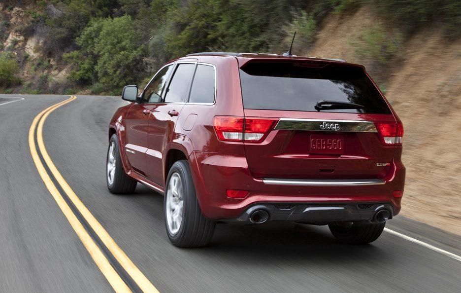 16 - Jeep Grand Cherokee WK2 SRT-8 tre quarti posteriore