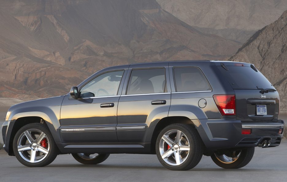 49 - Jeep Grand Cherokee WK SRT-8 tre quarti posteriore