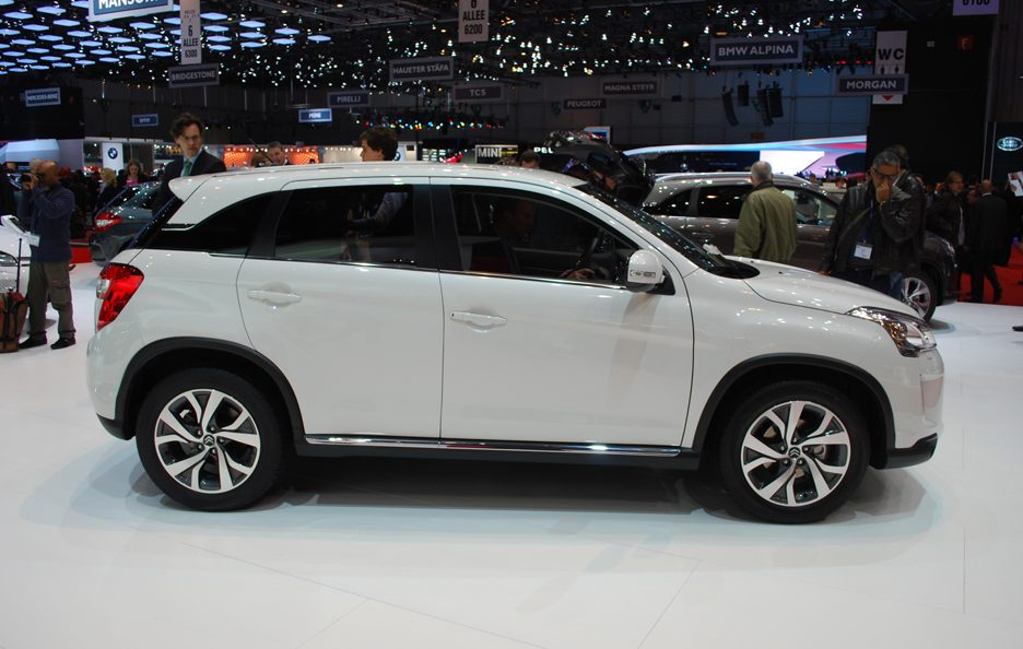 Ginevra 2012 - Citroen - C4 Aircross - Laterale