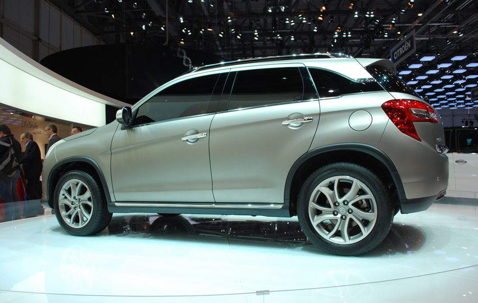 Ginevra 2012 - Citroen - C4 Aircross - Laterale basso