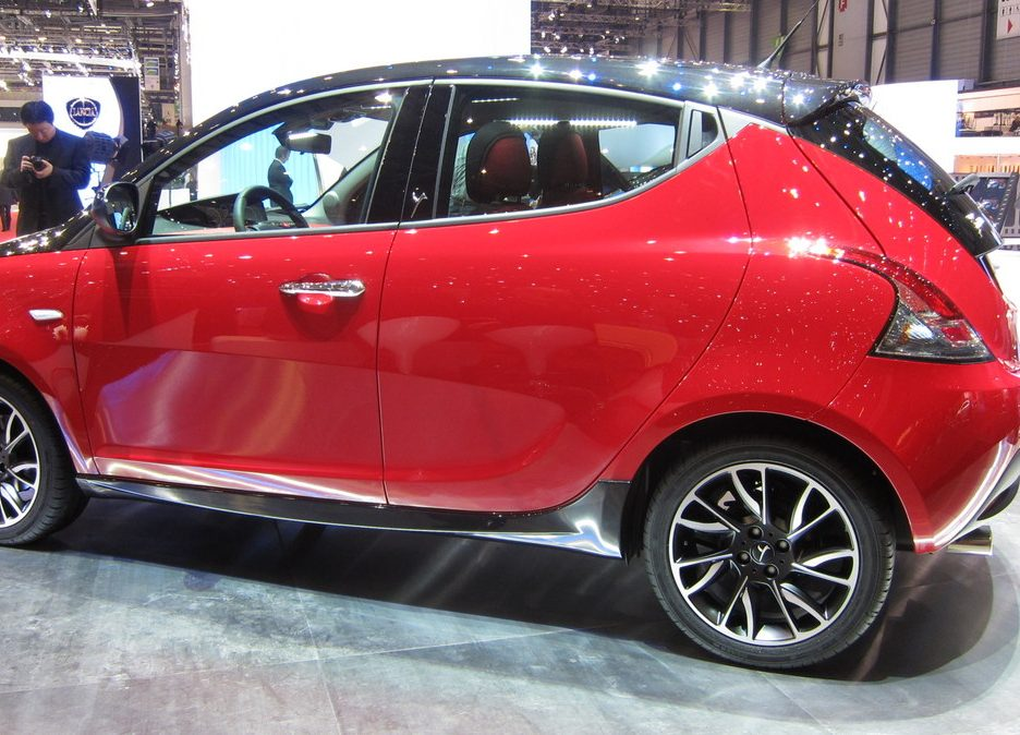 Ginevra 2012 - Lancia Ypsilon Black & Red - Linea laterale