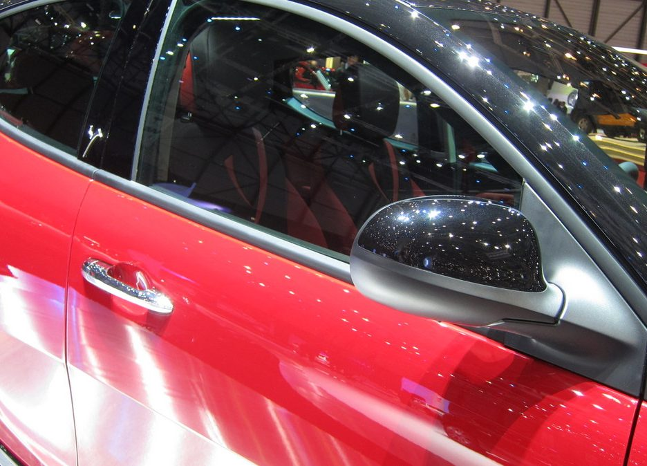 Ginevra 2012 - Lancia Ypsilon Black & Red - Lo specchietto