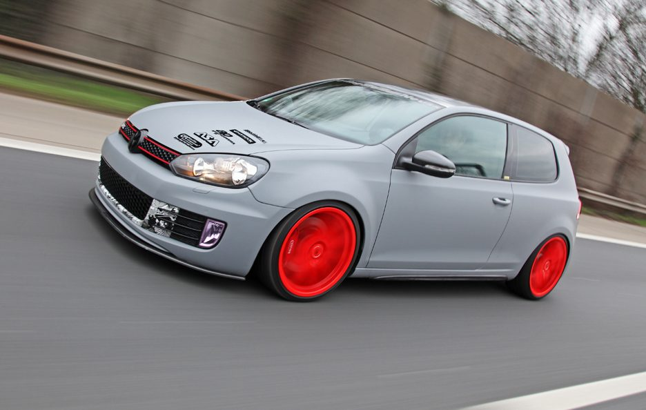Volkswagen Golf R by Neuss - In motion