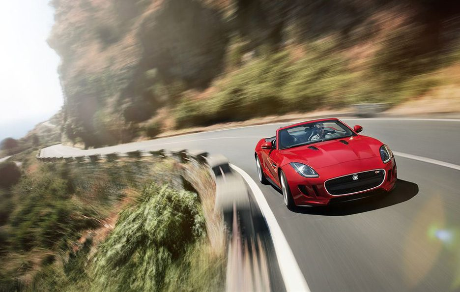 Jaguar F-Type - Frontale in motion