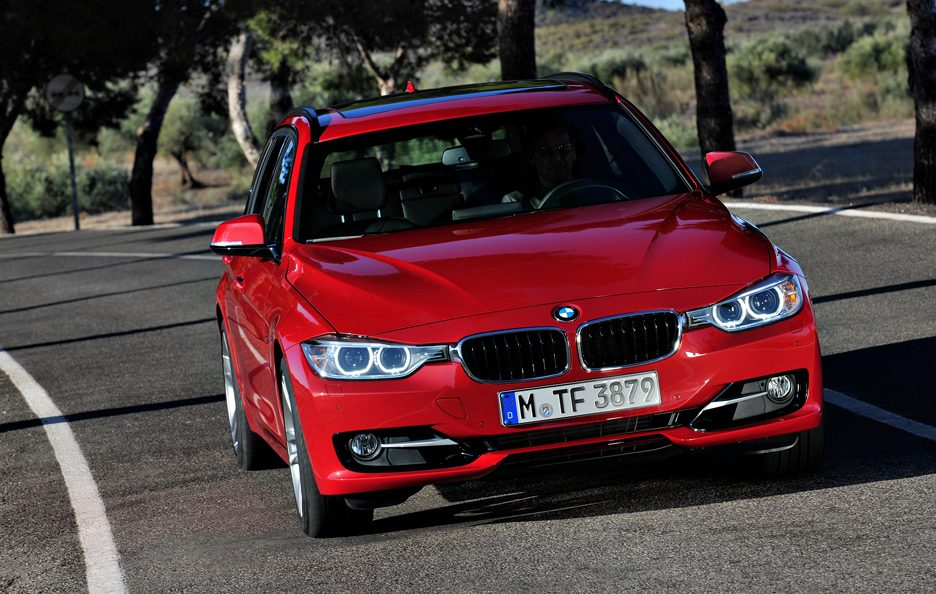 BMW Serie 3 Touring - Frontale in motion